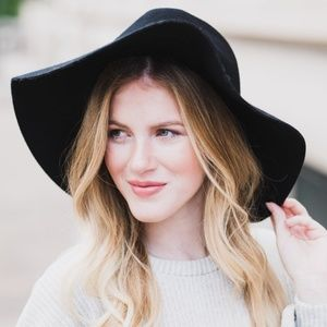 Accessories - NWOT Black Felted Wool Wide Brim Bow Hat